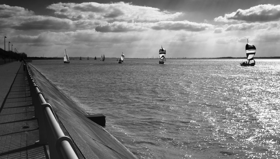 Boat Race, Black and White - X100s