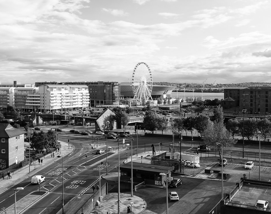 liverpool-echo-wheel-and-arena-black-and-white